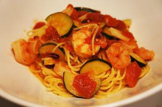 ズッキーニとえびの辛味トマトソース.jpg