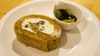 緑茶のロールケーキ.jpg